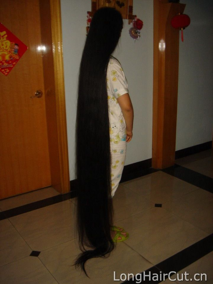 Young Girl Kuang Xinpei Sell Her 2 Meters Long Hair Sold